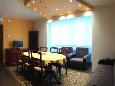 Apartament cu 3 camera, semidecomandat, de inchiriat, zona Circumvalatiunii.