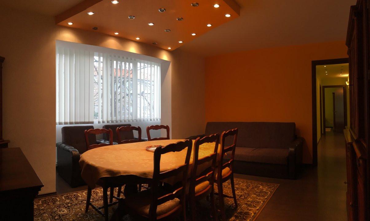 Apartament cu 3 camera, semidecomandat, de inchiriat, zona Circumvalatiunii. 2