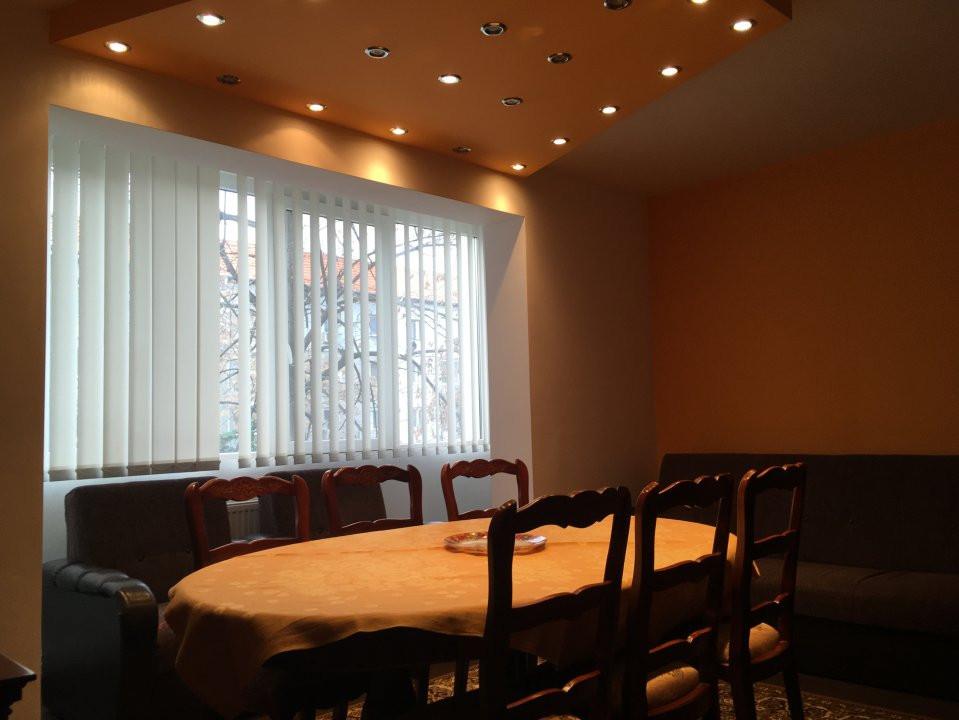Apartament cu 3 camera, semidecomandat, de inchiriat, zona Circumvalatiunii. 12
