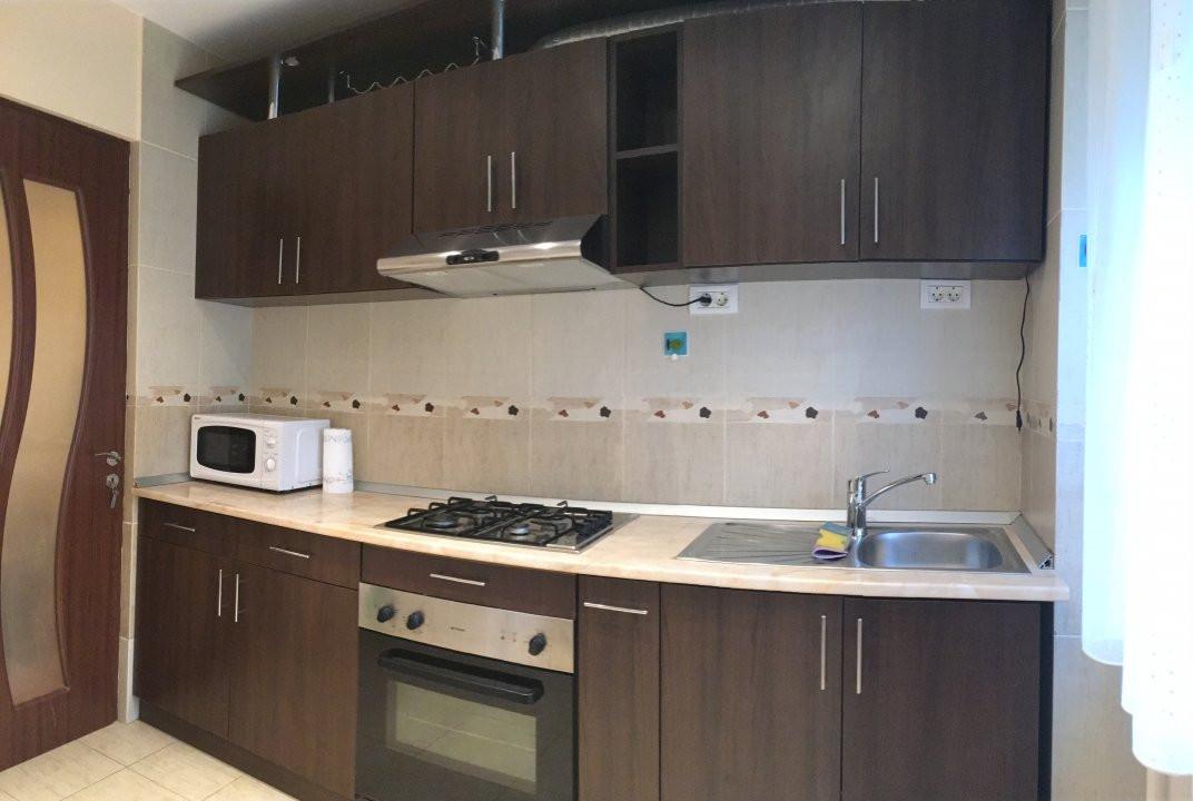Apartament cu 3 camera, semidecomandat, de inchiriat, zona Circumvalatiunii. 13