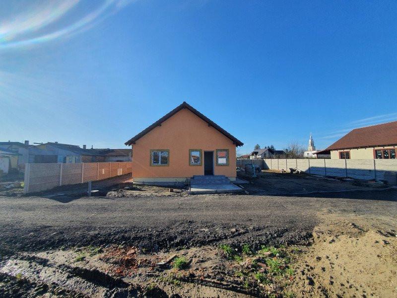 Casa individuala la cheie in Utvin - V990 9