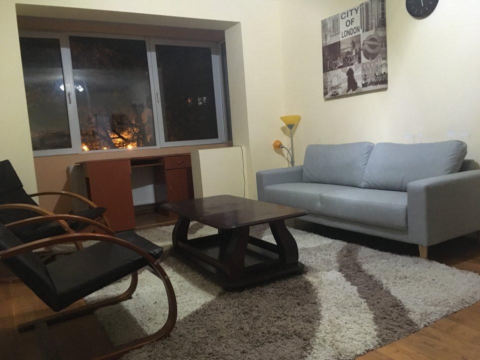 Apartament cu 3 camere, semidecomandat, de vanzare, zona Take Ionescu. 2