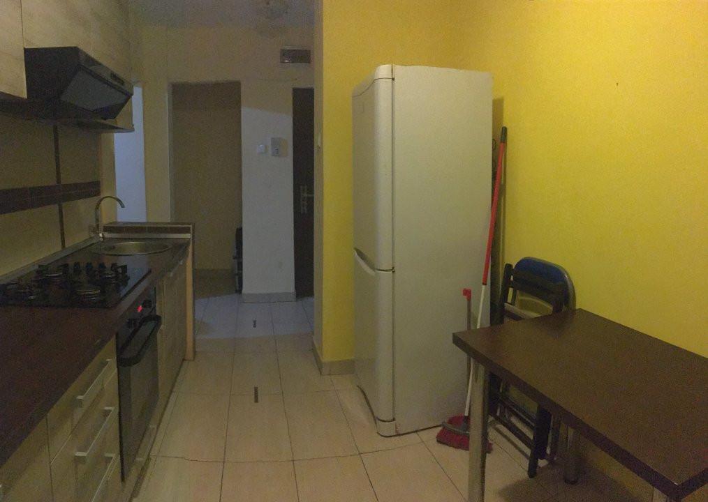 Apartament cu 3 camere, semidecomandat, de vanzare, zona Take Ionescu. 7