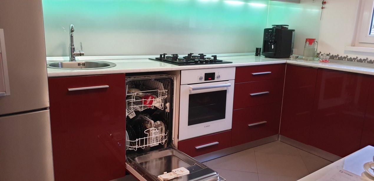 Apartament de vanzare 3 camere, confort 1 decomandat, zona Sagului 18
