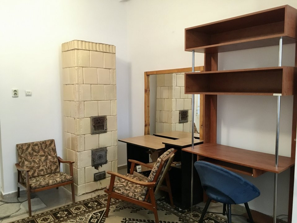 Apartament cu 1 camera, semidecomandat, de inchiriat, la casa, zona Girocului. 4