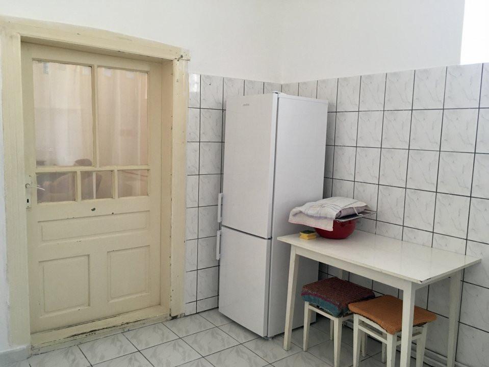 Apartament cu 1 camera, semidecomandat, de inchiriat, la casa, zona Girocului. 9