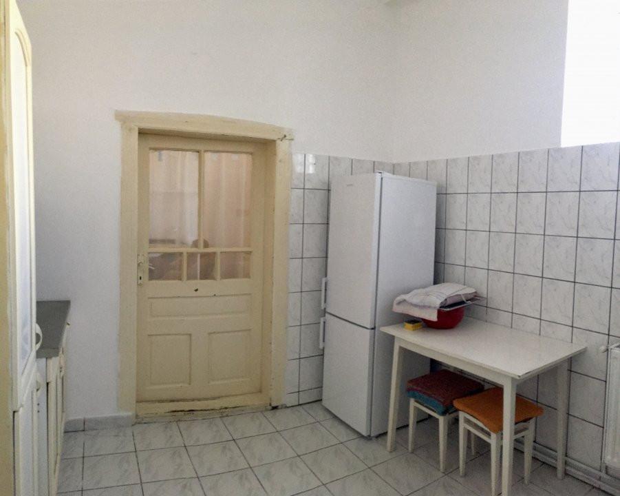 Apartament cu 1 camera, semidecomandat, de inchiriat, la casa, zona Girocului. 11