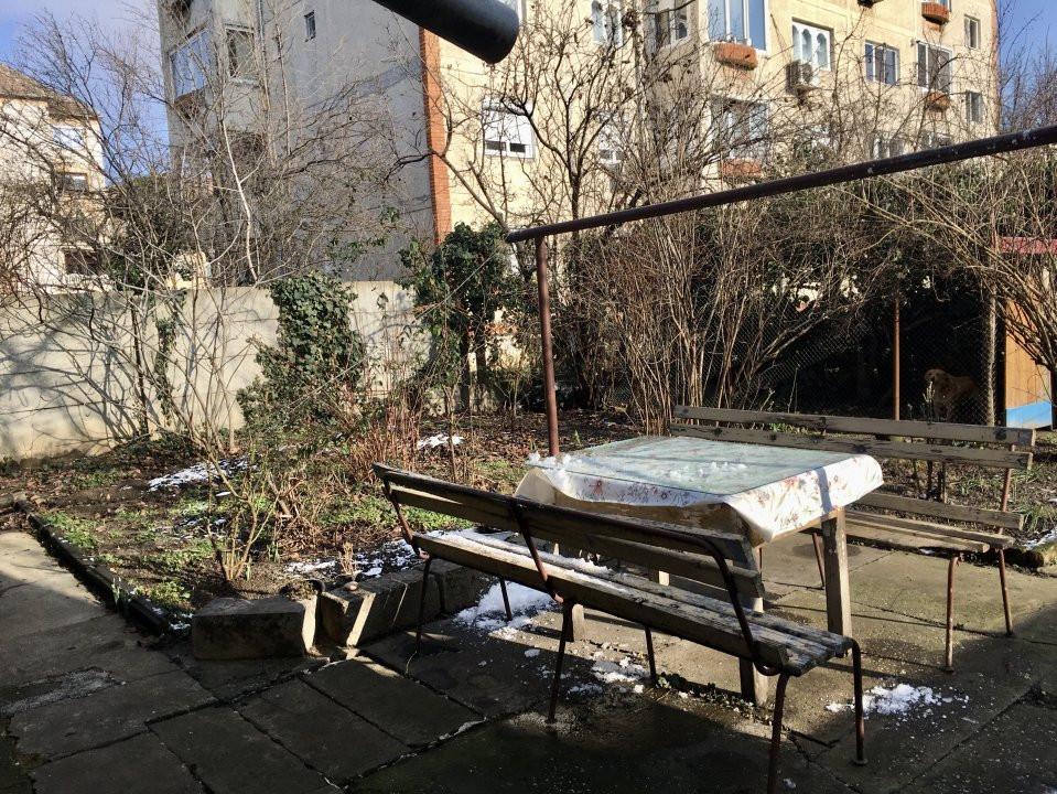 Apartament cu 1 camera, semidecomandat, de inchiriat, la casa, zona Girocului. 13