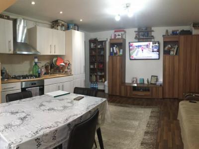 Apartament cu 3 camera, semidecomandat, de vanzare, zona Aradului.