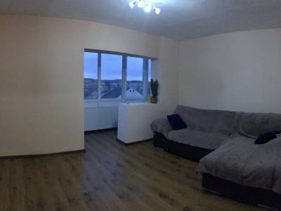 Apartament cu 2 camere, decomandat, de vanzare, zona Bucovina.