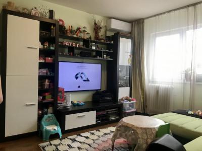Apartament cu 3 camere spatios , de vanzare, zona Sagului