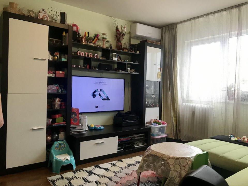 Apartament cu 3 camere spatios , de vanzare, zona Sagului 1