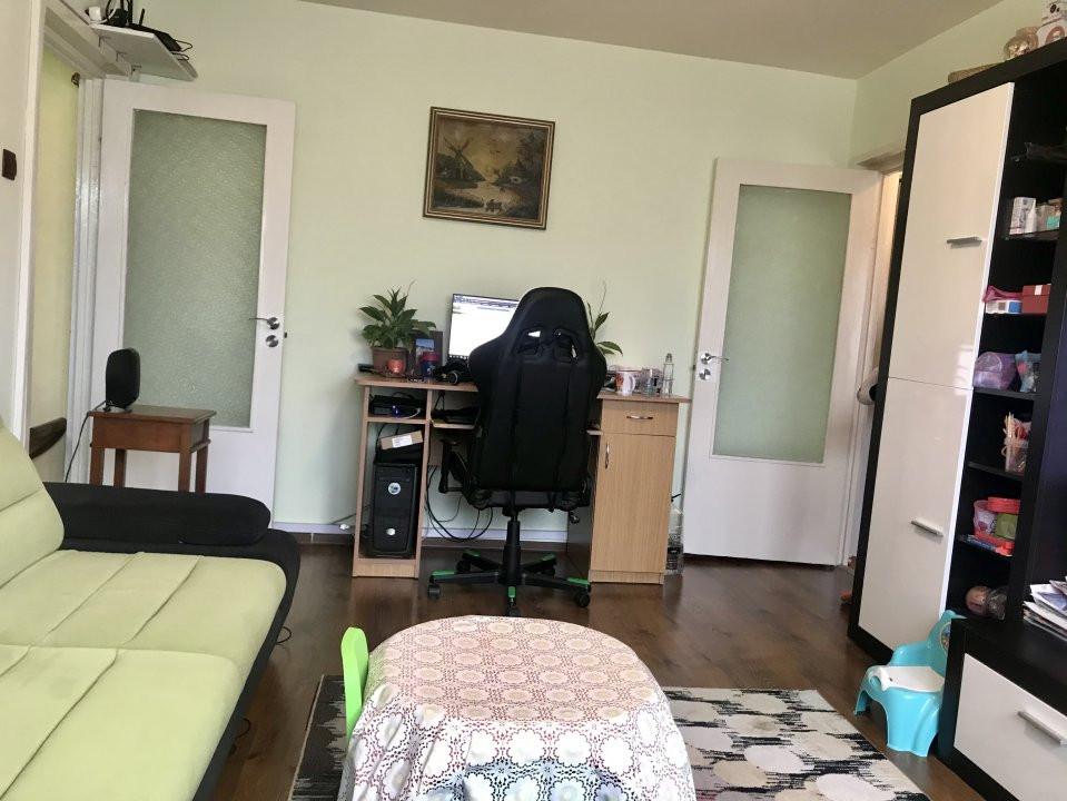 Apartament cu 3 camere spatios , de vanzare, zona Sagului 4