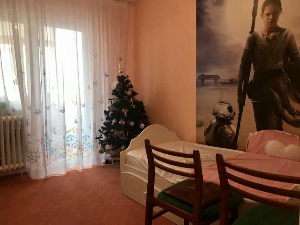 Apartament cu 3 camere spatios , de vanzare, zona Sagului 7