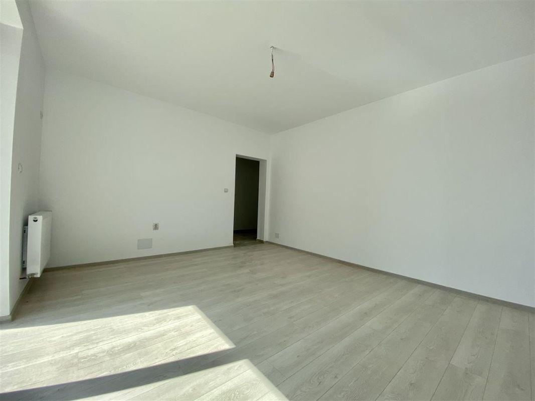Apartament 2 camere de vanzarebalcon loc de parcare in GIROC - ID V48 6