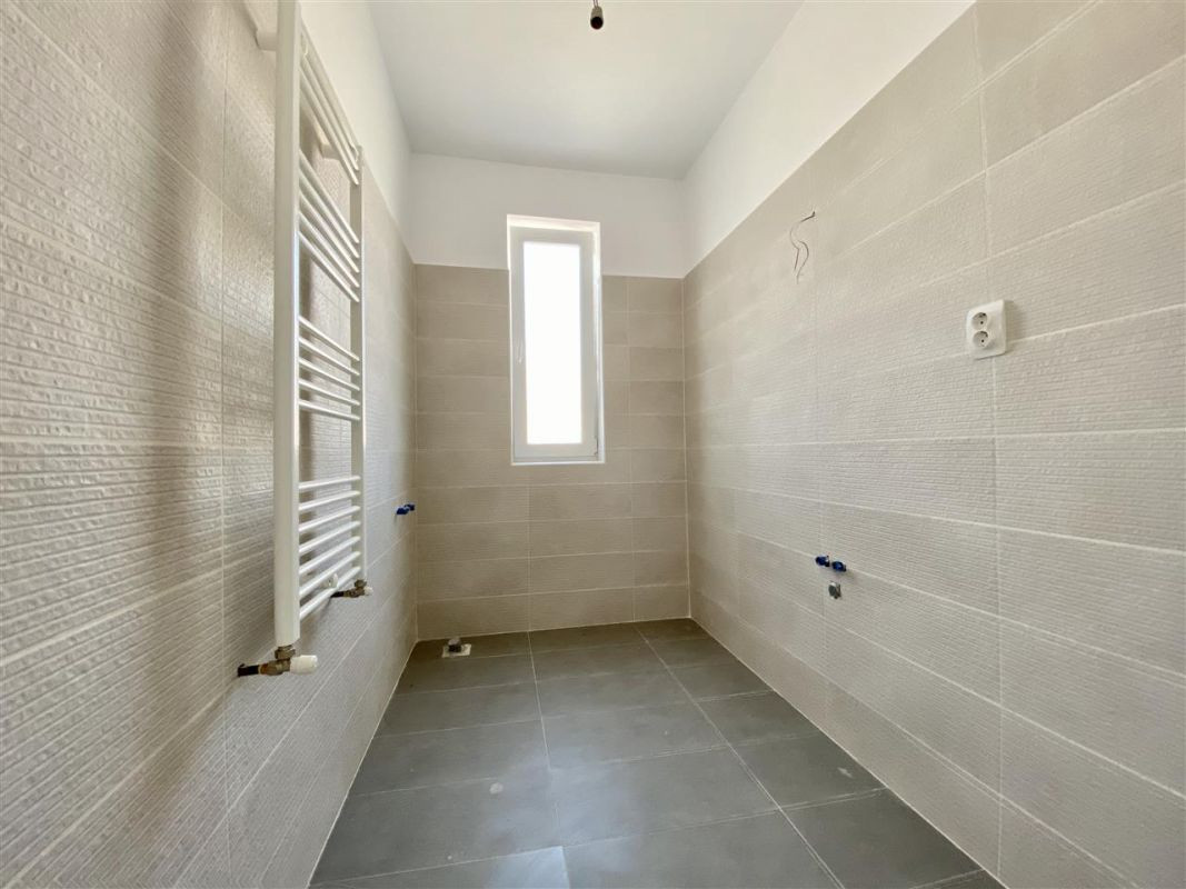 Apartament 2 camere de vanzarebalcon loc de parcare in GIROC - ID V48 25