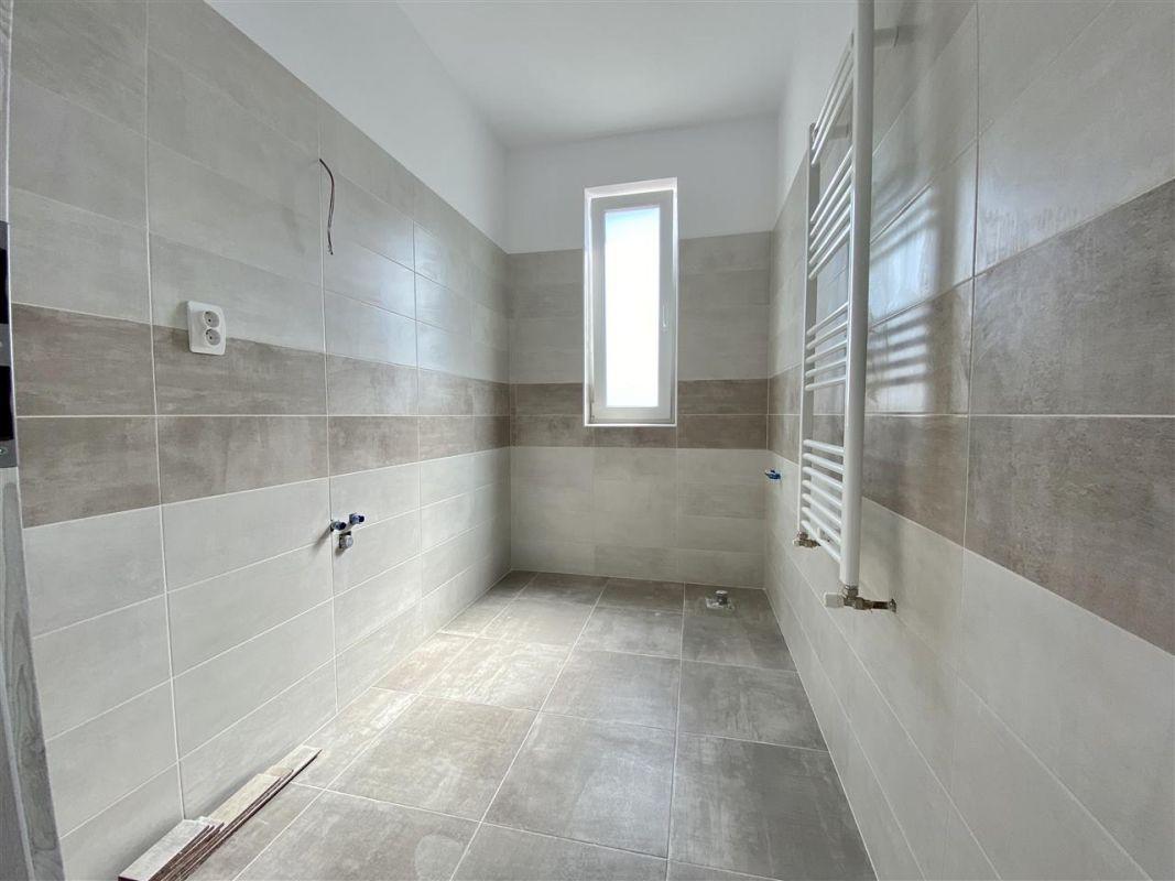 Apartament 2 camere de vanzarebalcon loc de parcare in GIROC - ID V48 28