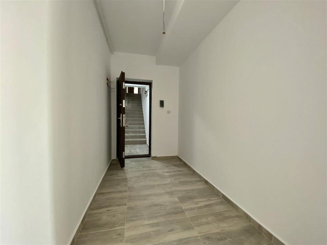 Apartament 2 camere de vanzarebalcon loc de parcare in GIROC - ID V48 30