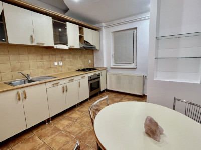Apartament cu trei camere | Proaspat igienizat si renovat - COMISION 0%