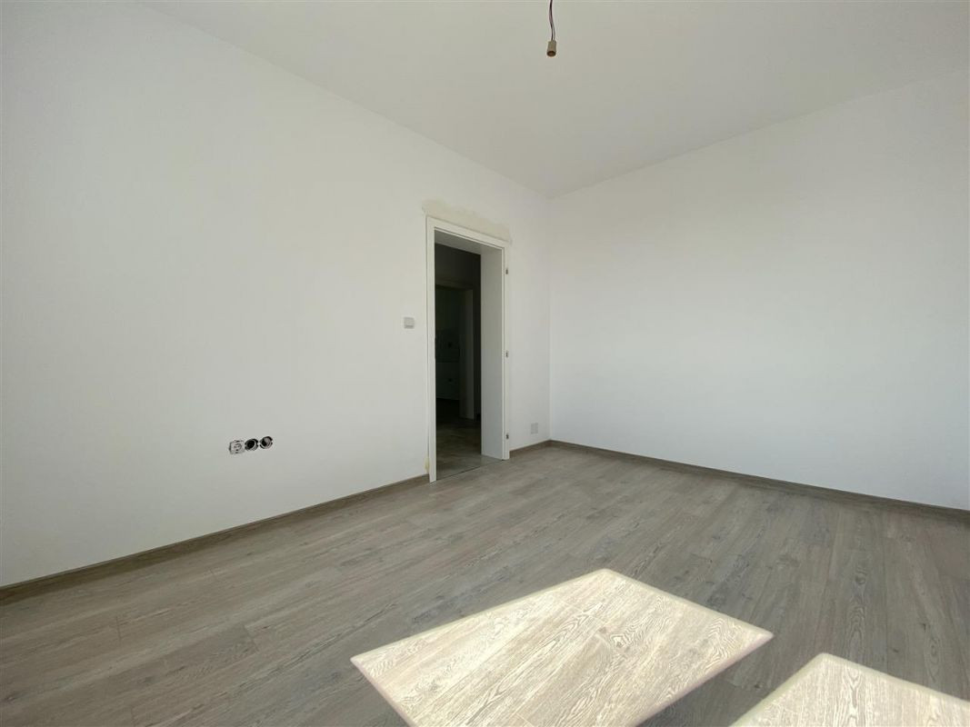 Apartament 2 camere de vanzare pod loc de parcare in GIROC - ID V49 20