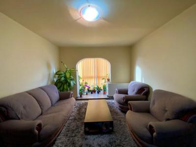 Apartament 3 camere, etaj intermediar, centrala proprie, zona Lipovei - V1100