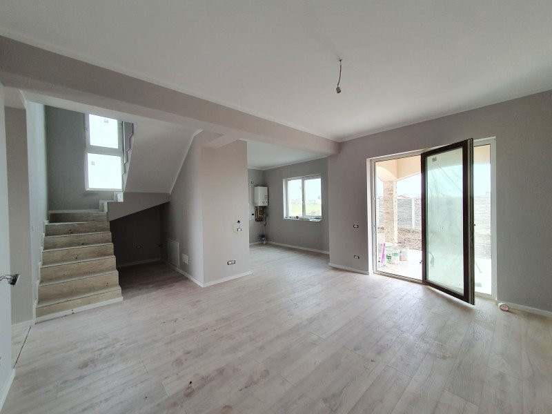 Casa cu teren generos in Dumbravita - V1157 1