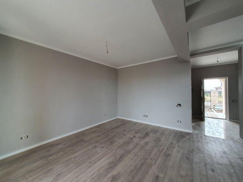 Casa cu teren generos in Dumbravita - V1157 2