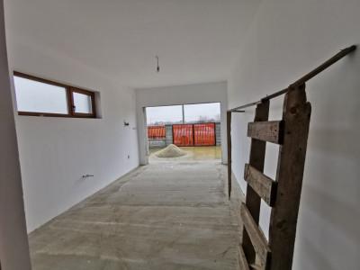 Casa individuala cu garaj, semifinisata, in Mosnita Noua,
