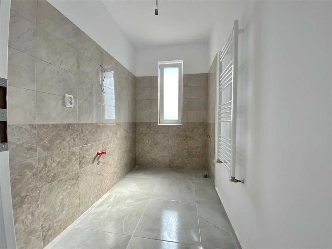 2 camere de vanzare + balcon in GIROC - ID V58 17