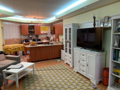 Apartament 3 camere de vanzare in Calea Buziasului