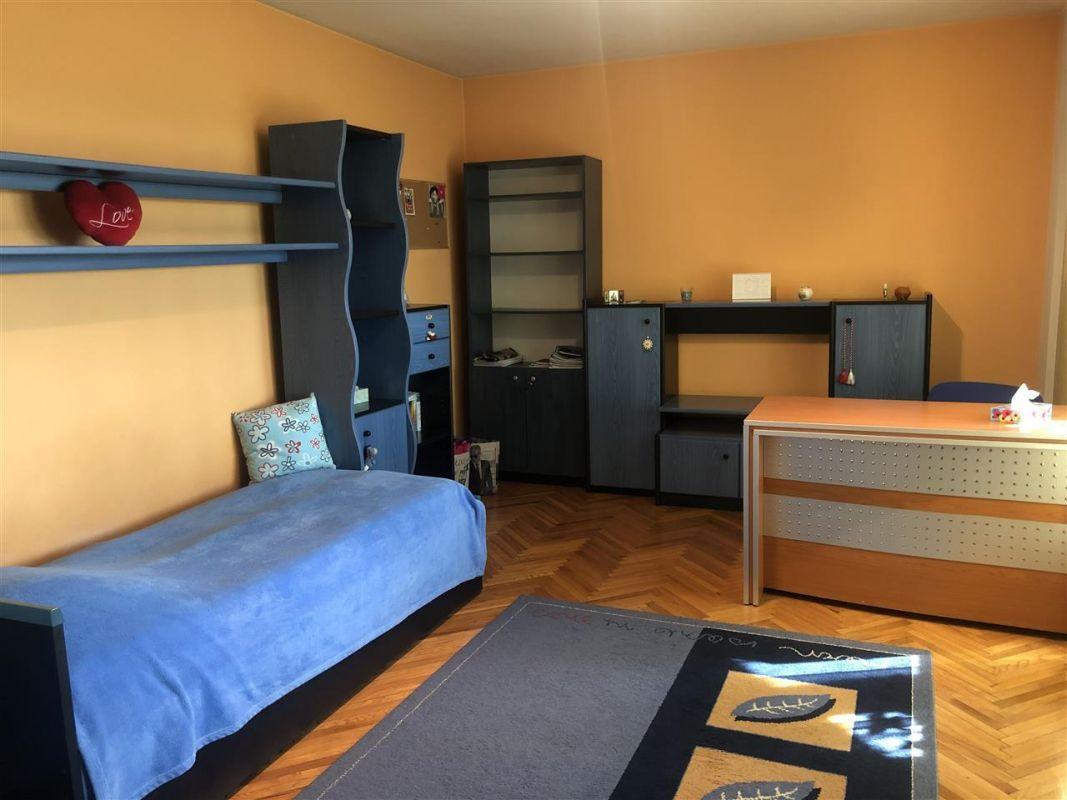 Penthouse de vanzare 3 camere in Printul Turcesc + boxa - ID V5 26