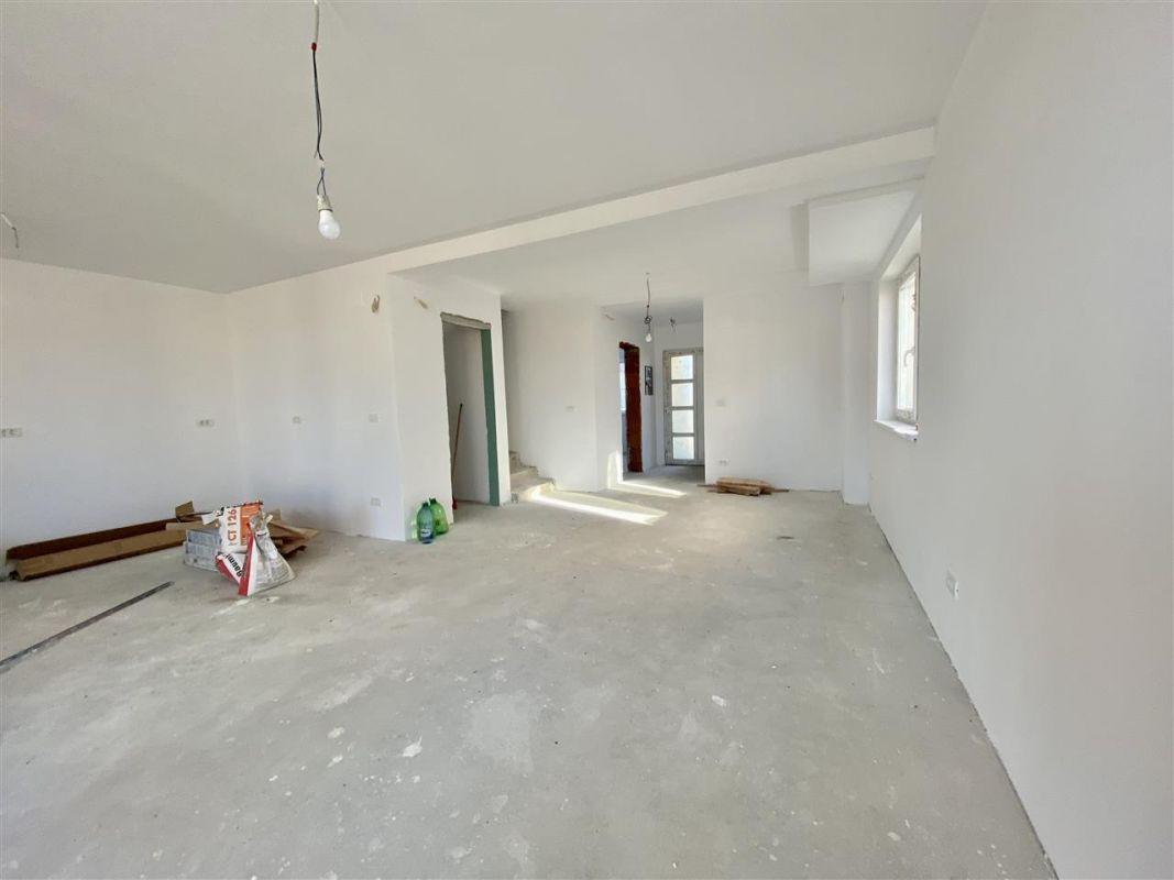 Duplex 5 camere de vanzare toate utilitatile SACALAZ - ID V7 15