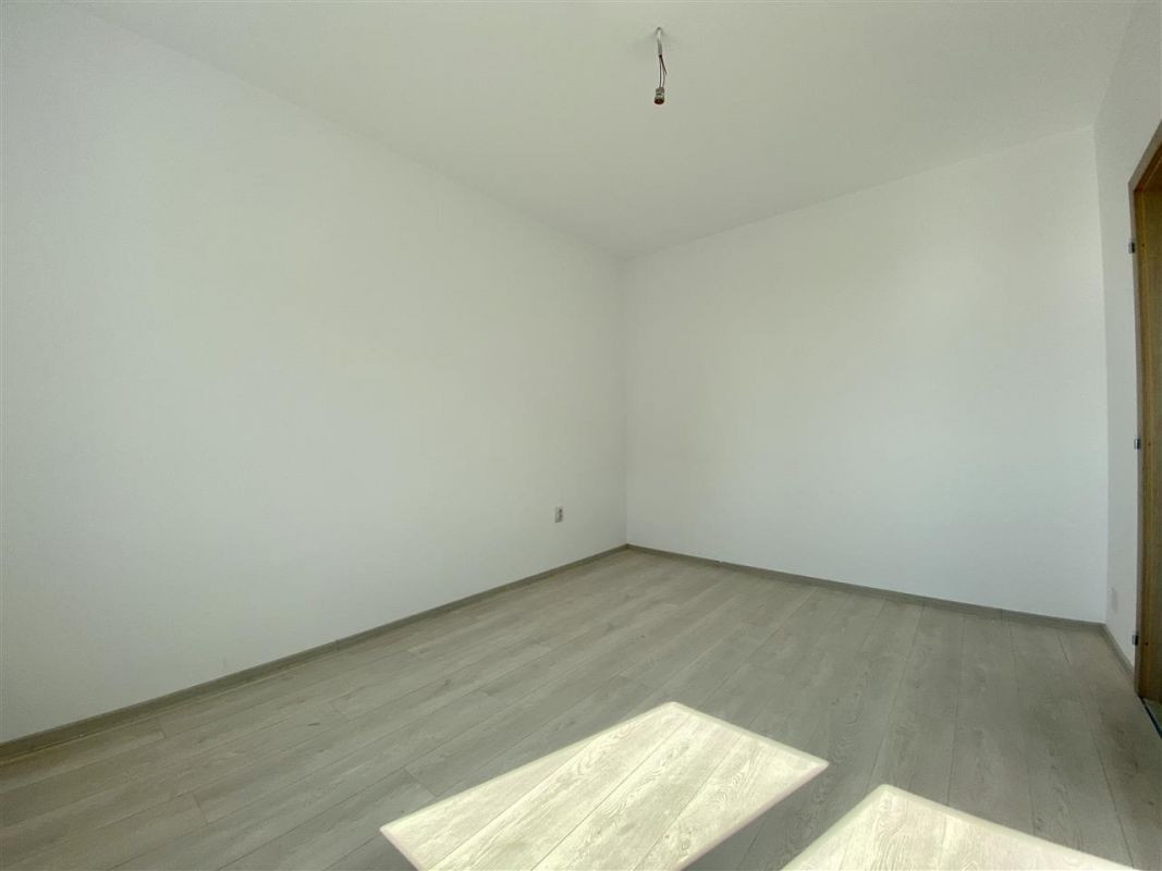 Apartament 2 camere de vanzare cu pod in proprietate GIROC - ID V34 7