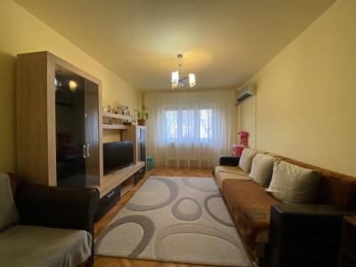 Apartament cu 2 camere, cu garaj, decomandat, de vanzare, zona Aradului