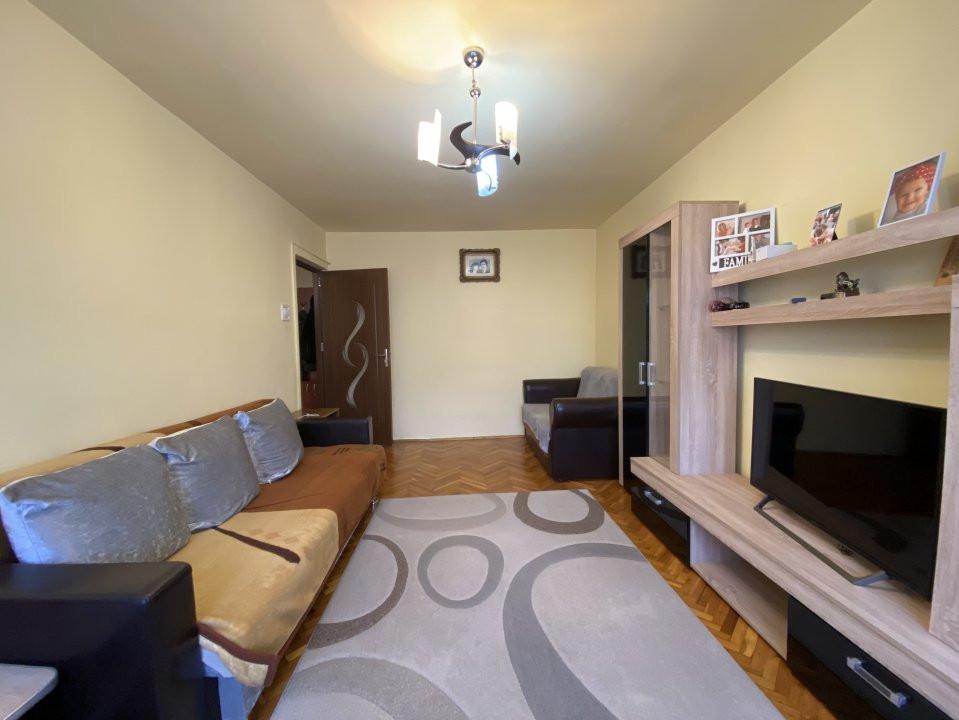 Apartament cu 2 camere, cu garaj, decomandat, de vanzare, zona Aradului 2