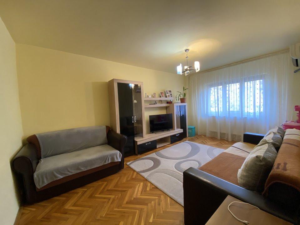 Apartament cu 2 camere, cu garaj, decomandat, de vanzare, zona Aradului 3
