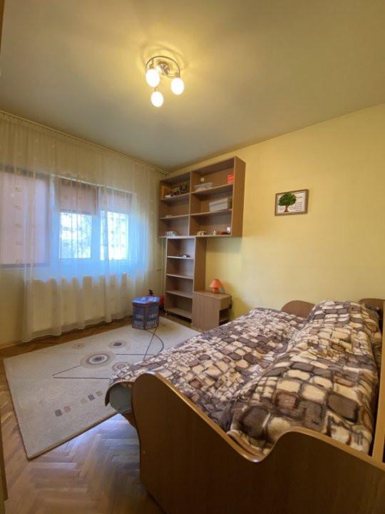 Apartament cu 2 camere, cu garaj, decomandat, de vanzare, zona Aradului 6