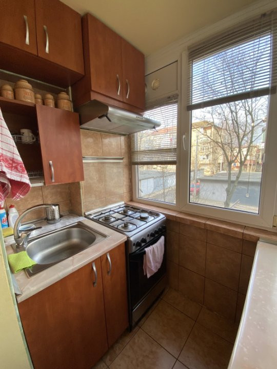 Apartament cu 2 camere, cu garaj, decomandat, de vanzare, zona Aradului 9