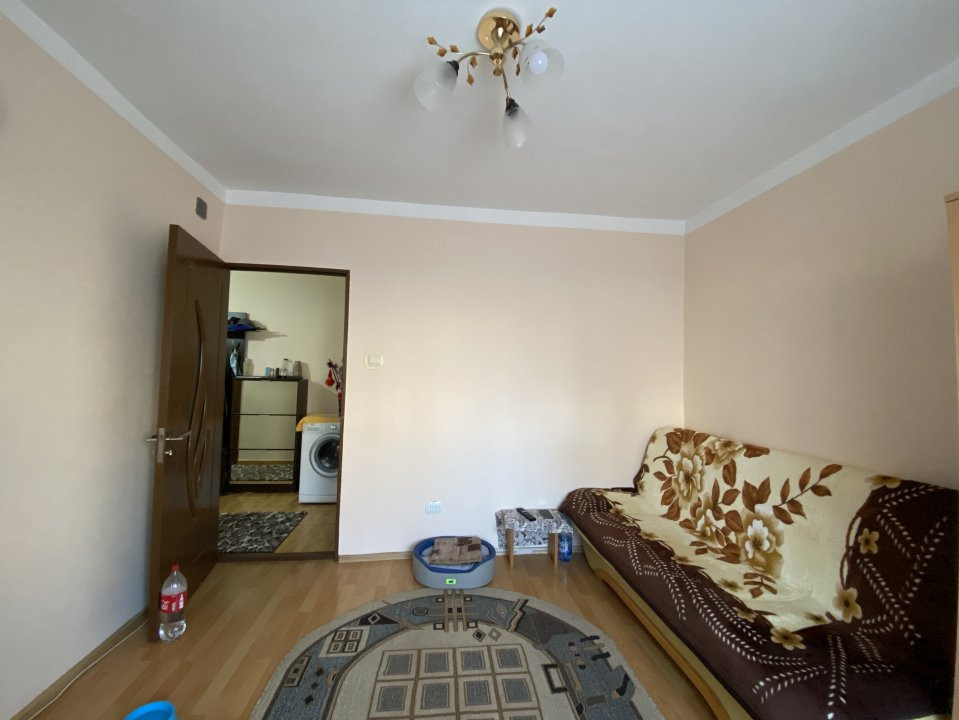 Apartament cu 2 camere spatios, decomandat, de vanzare, zona Aradului  5