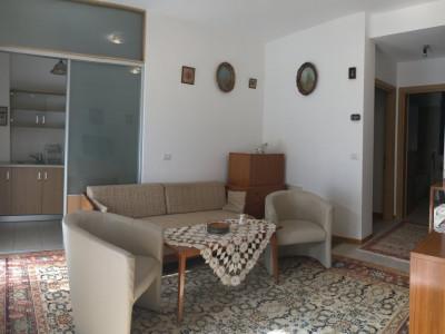 Apartament cu 3 camere, semidecomandat, de inchiriat, in Dumbravita.